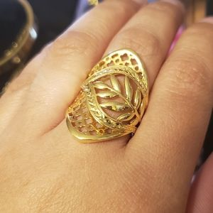Jewelry - 18k Real saudi gold ring  size 6 1/2